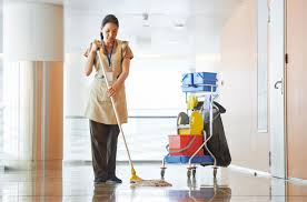 Kedvező áron igényelhet profi irodaház takarítást.
