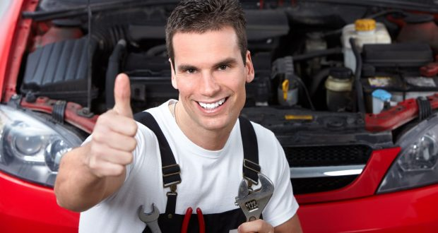 Profi autó javítást vehet igénybe.